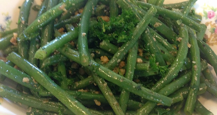Green Beans With Roasted walnuts And Parsley