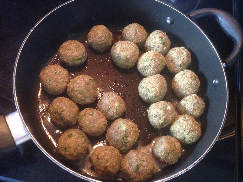 Frying Quinoa and Lentils Meatballs